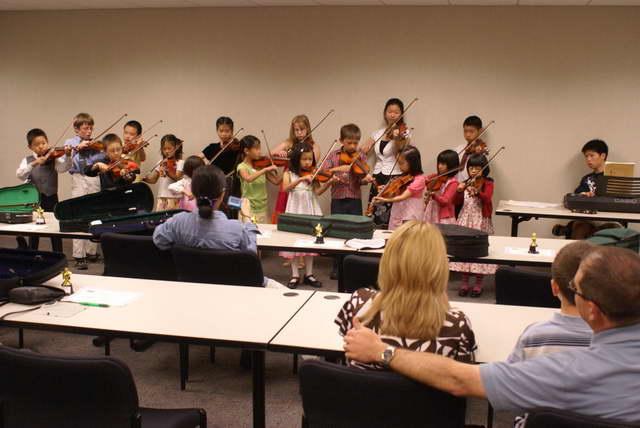 小星星基金会成功举办小提琴学习班(多图)